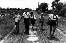 cuba-children-on-tracks-las-tunas
